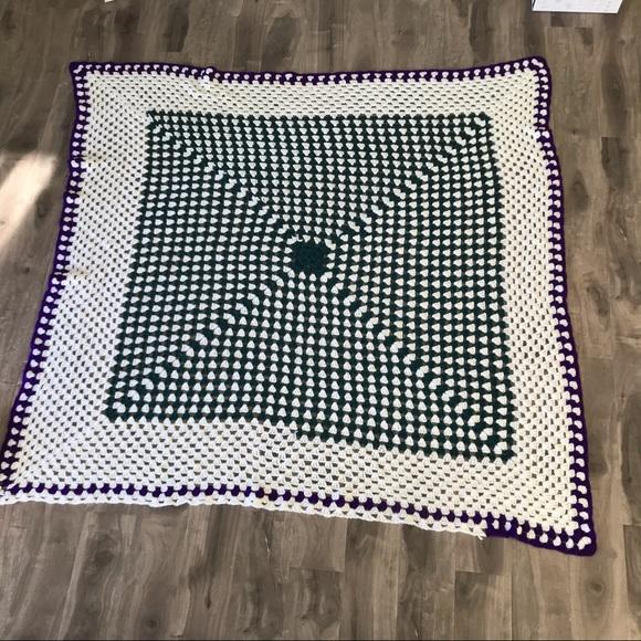 VINTAGE crocheted Granny blanket